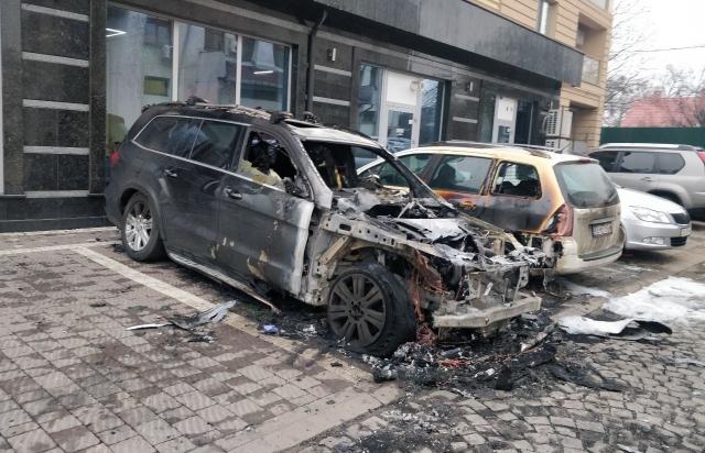 В Ужгороді згоріла елітна автівка (ФОТОФАКТ)