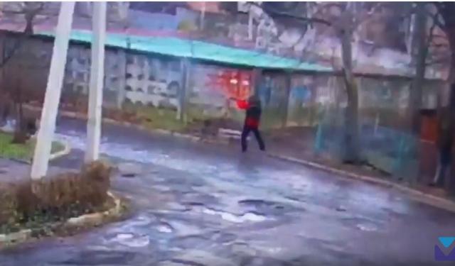 Оприлюднено відео, на якому видно стрілка, який почав стрілянину в Мукачеві (ВІДЕО)