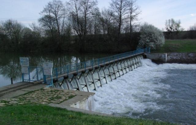 Забруднена вода з каналу Верке потрапляє у Тису, Латорицю і за кордон  (ФОТО) || MUKACHEVO.NET