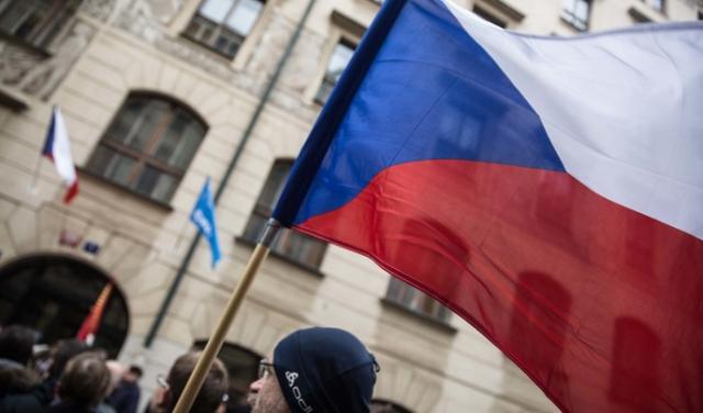 Закарпатці без роботи?: Уряд Чехії повідомив про повне закриття кордонів для іноземців