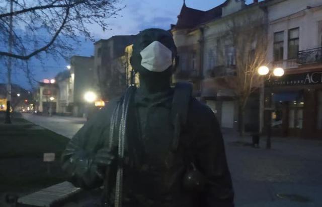 """У Мукачеві навіть """"сажотрус"""" захищається від коронавірусу (ФОТОФАКТ)"""