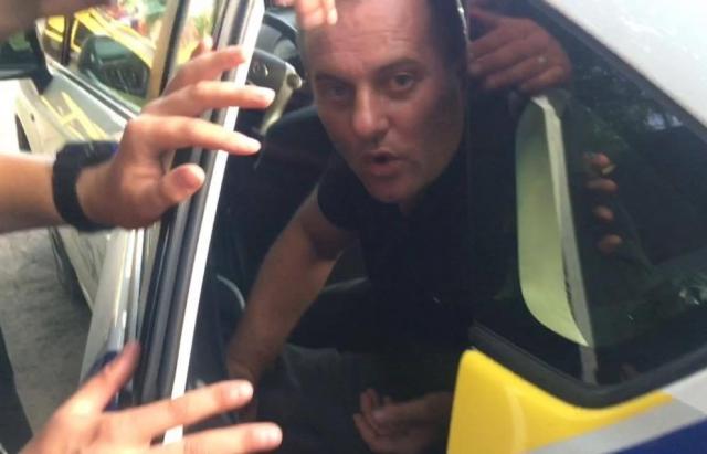 П'яний ДАІшник, який протаранив дитсадок в Ужгороді, накинувся на полісменів та журналіста (ФОТО, ВІДЕО)