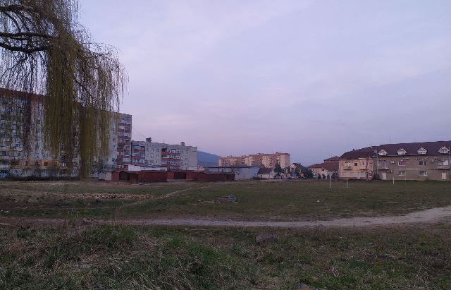 Зробити парк: Нардеп просить повернути Мукачеву безхозну територію у мікрорайоні Росвигово (ФОТО)