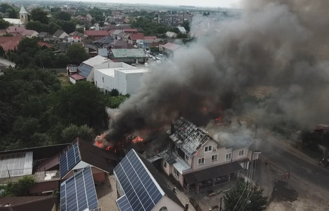 Момент вибуху: з'явилися кадри з місця пожежі в Мукачеві з висоти (ФОТО, ВІДЕО)