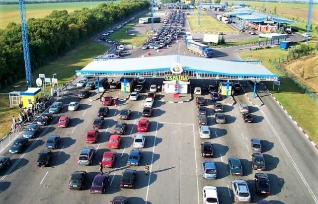 """""""Чорна неділя"""": Закарпатці на авто з єврономерами не можуть повернутися додому"""